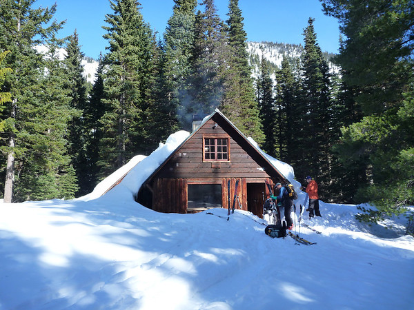 A Ski Chalet Brings Home Ambience to Vacationers - Cabin Obsession